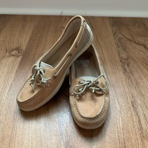 Size 7 women's Sperry Shoes